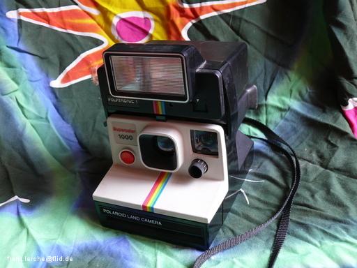 Polaroid 1000 mit Aufsteckblitz